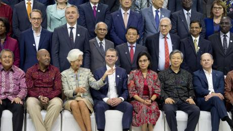 """""""Gemeinsam sind wir stärker"""", mahnte IWF-Chefin Christine Lagarde (vorne, Dritte von links) auf Bali. Rechts im Bild: Finanzminister Olaf Scholz."""