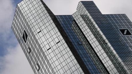 Ein US-Hedgefonds hat die Kursschwäche der Deutschen Bank zum Einstieg bei dem Frankfurter Dax-Konzern genutzt. Foto: Arne Dedert