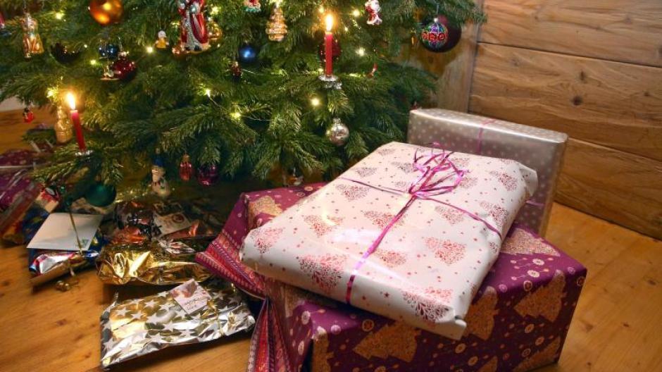 Statt Einkaufstrubel: Deutsche kaufen Weihnachtsgeschenke immer ...