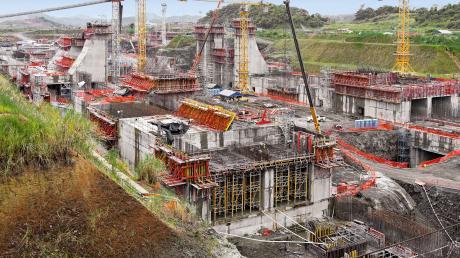 Es war die größte Baustelle der Welt: Die riesigen Schleusenanlagen wurden mit Systemn aus Deutschland geschalt. Kernstücke des Jahrhundertprojekts sind die beiden riesigen Schleusenanlagen an der Atlantik- und Pazifikküste.