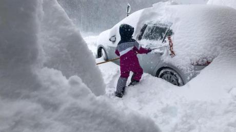Schulausfall in Bayern, Tag 3: Auch am Mittwoch, 9.1.19, fällt an mehreren Orten im Freistaat die Schule aus. Grund ist das Schneechaos.