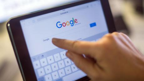 Seit Jahren ringen Verlage und Internet-Plattformen wie Google um den fairen Umgang mit Inhalten. Nun greift die EU durch.