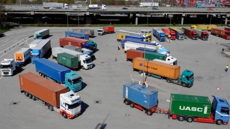 Nutzfahrzeuge sollen künftig weniger Schadstoffe ausstoßen.