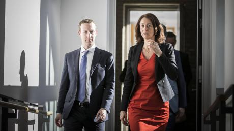 Facebook-Chef Mark Zuckerberg traf am Montag mehrere Berliner Spitzenpolitiker, darunter Justizministerin Katarina Barley.