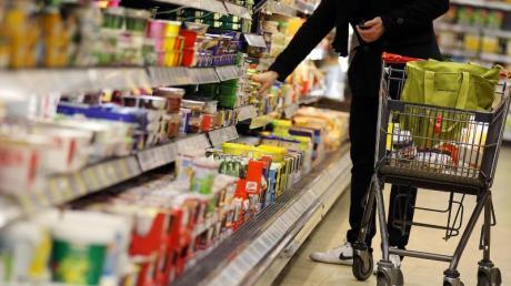 Bei Lebensmitteln und Drogerieprodukten bleiben Verbraucher dem stationären Handel treu. Nur jeder sechste deutsche Haushalt kauft solche Waren gelegentlich online.