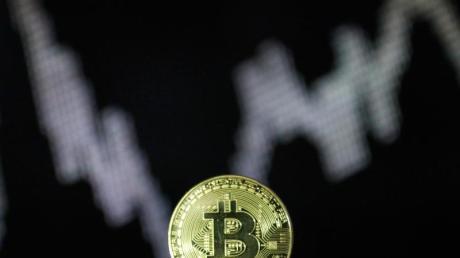 Die Nachfrage nach dem Bitcoin steigt wieder. Der große amerikanische Vermögensverwalter Fidelity will nun seinen Profikunden den Handel mit der Digitalwährung anbieten. Foto: Ina Fassbender