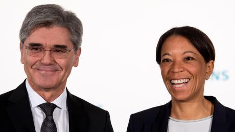 Siemens-Chef Joe Kaeser und Personal-Chefin Janina Kugel galten als Traum-Duo. Nun geht Kugel und Kaeser ist bei einer Pressekonferenz abwesend.