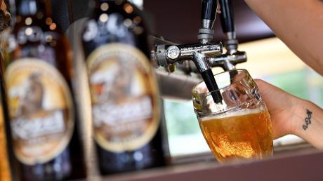 Brauereien haben so viele Auflagen, dass Bier teurer wird.