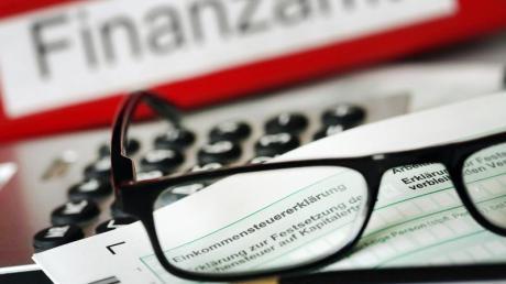 Ein Steuerberater kann die Reisekosten seiner Ehefrau nicht als Betriebsausgaben geltend machen. Foto: Oliver Berg/Illustration