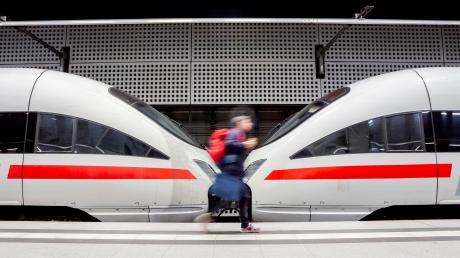 Der Rechnungshof berichtet, dass die Milliarden des Bundes für neue Züge und Gleise nicht effizient eingesetzt werden. Er fordert mehr Kontrolle.