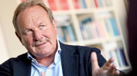 Frank Bsisrke zeigt sich im Gespräch begeistert vom Engagement junger Klimaschützer.