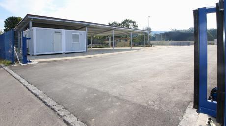 Der neue Wertstoffhof verfügt auch über einen großzügigen überdachten Lagerbereich. Mit der breiten Anfahrtsmöglichkeit wird sich der Verkehr auch nicht mehr aufstauen wie bisher.