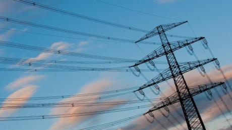 Die Netzentgelte, die rund ein Viertel des Strompreises ausmachen, werden laut Prognose im kommenden Jahr ebenfalls ansteigen.
