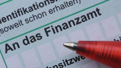Wer den Betrieb der Eltern übernimmt, der kann unter gewissen Voraussetzungen Steuern sparen.
