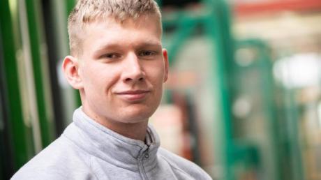 Dominik Julian Jost ist Auszubildender in der Glaserei Plickert in Berlin. Foto: Franziska Gabbert/dpa-tmn
