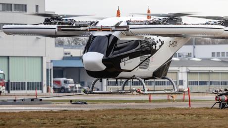 Der City-Airbus bei seinem zweiten Testflug auf dem Gelände von Airbus Helicopters in Donauwörth.