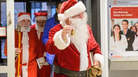 Die Agentur für Arbeit bei ihrer Vermittlung von Weihnachtshelfern.
