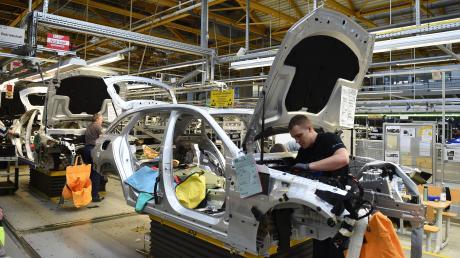 Einer Analyse zufolge sind bis zu 410.000 Arbeitsplätze in der Automobilbranche in Gefahr.
