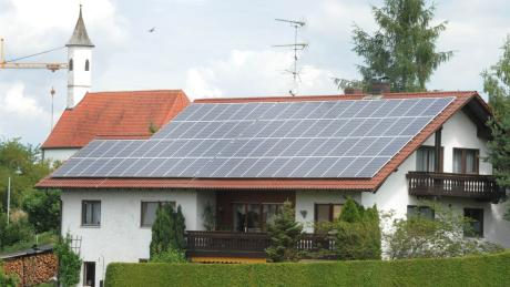 In Sielenbach dominieren Solar-Dächer das Ortsbild.