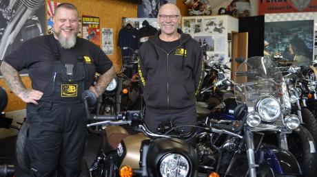 Peter Bader (links) und Ludwig Hafner haben zusammen vor rund 20 Jahren H&B Motorcycle gegründet. Mit der Edel-Motorradschmiede machten die beiden Handwerker ihr Hobby zum Beruf. Heute erzielt das kleine Unternehmen einen Jahresumsatz von rund 500.000 Euro.