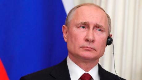 An Geld mangelt es dem russischen Staat nicht. Dank Spardiktat von Präsident Putin und  Einnahmen aus dem Energiesektor hat er große Reserven. Dennoch sind viele Russen arm.