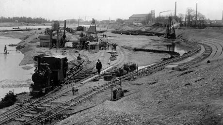 Mit den Arbeiten zum Beispiel am Lechkanal begann vor über 100 Jahren die Elektrifizierung durch Wasserkraft.