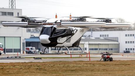 Wurde in Donauwörth erstmals von der Leine gelassen: der City-Airbus. Den Flugtaxis soll die Zukunft gehören. Wann diese genau beginnt, ist aber noch unklar.