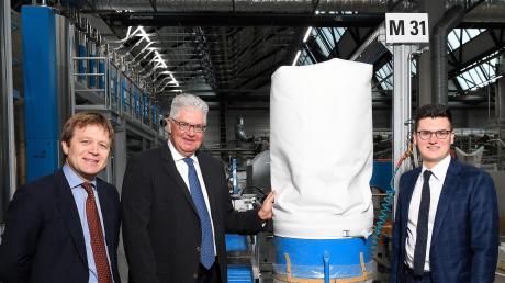 Filterschläuche aus Offingen reinigen weltweit Kraftwerksabgase. BWF hält damit die textile Tradition in Schwaben hoch. Philipp von Waldenfels, Stefan und Maximilian Offermann (von links) führen die Geschäfte der Firma.