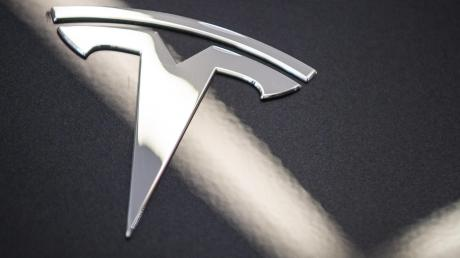 Der E-Auto-Pionier Tesla hat alle amerikanischen und deutschen Fahrzeughersteller im Börsenwert überflügelt.