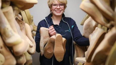 Sie hilft Menschen dabei, wieder richtig laufen zu können: Als angehende Orthopädieschuhmacherin kümmert sich Imke Renken um problemgeplagte Füße.