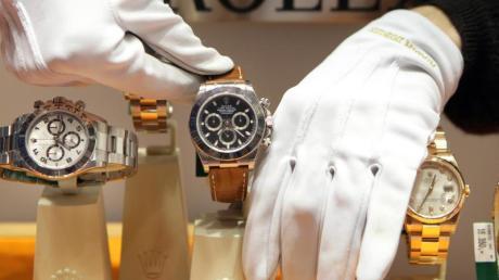 Ob eine Uhr eine gute Wertanlage ist, stellt sich meist erst nach langer Zeit heraus. Oft vergehen Jahre ehe eine Uhr zu einem Sammlerstück wird.