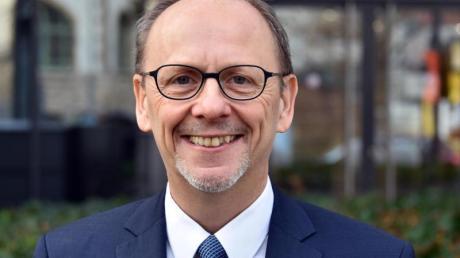 Nikolaus Johannes Knoepffler ist Leiter des Lehrstuhls für angewandte Ethik/Ethikzentrum an der Friedrich-Schiller-Universität Jena.