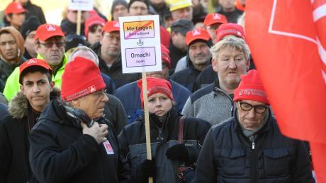 Gegen die Schließung des Produktionsstandorts von Showa Denko in Meitingen gingen Beschäftigte bereits auf die Straße.