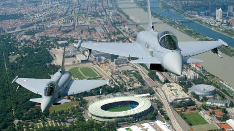 An der Produktion desEurofighters hängen viele Arbeitsplätze in der Region.