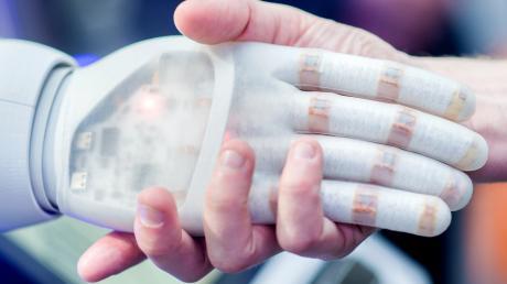 Künstliche Intelligenz findet ihren Platz in immer mehr Unternehmen. Langsam wird die Technik für den Mittelstand interessant.