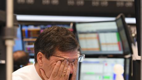 Ein schwarzer Montag: Weltweit reagierten die Börsen mit großen Verlusten auf den Absturz des Ölpreises und die Sorgen um die wirtschaftlichen Folgen der Coronavirus-Epidemie.