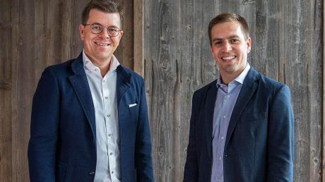 Neue Kooperation: Philipp Lahm (rechts) und Christian Sailer von Weltbild in Augsburg.