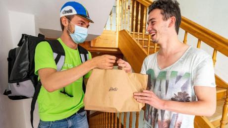 In mehreren ostbayerischen Städten können sich Studenten künftig Mensa-Essen nach Hause liefern lassen.