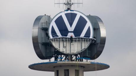 VW baut bis 2025 massiv seine Software-Kompetenzen aus. In einer eigenen Einheit soll künftig über 10.000 Experten arbeiten.