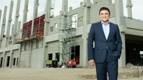 Herbert Schein, Vorstandsvorsitzender der Varta AG, will mit den Fördermillionen die Energiedichte der Lithium-Ionen-Zellen erhöhen und die Produktion am Konzernsitz in Ellwangen und im nordschwäbischen Nördlingen ausbauen.