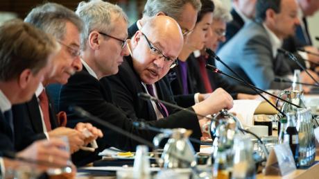 BDI-Chef Dieter Kempf (Zweiter von links) bei einem Kongress mit Wirtschaftsminister Peter Altmaier (Mitte).