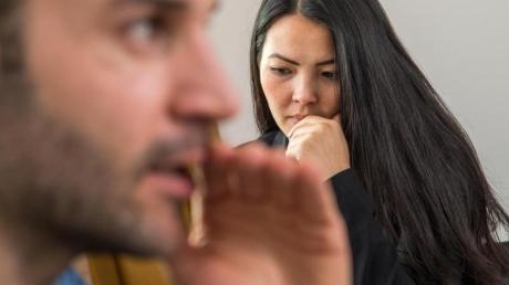 Am Arbeitsplatz ist ein offener Umgang mit Mobbing wichtig, damit niemand ausgegrenzt wird.