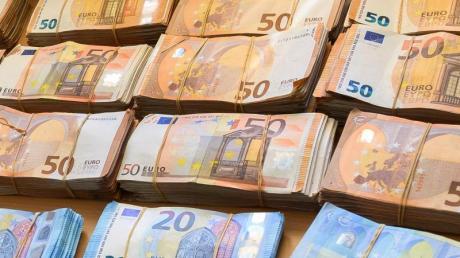 Der Kurssturz an den Börsen zu Beginn der Corona-Krise ließ das Vermögen vieler Menschen in Deutschland schrumpfen.