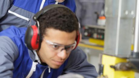 Die Ausbildung bietet gleichzeitig Chancen für den Arbeitgeber und für angehende Azubis.