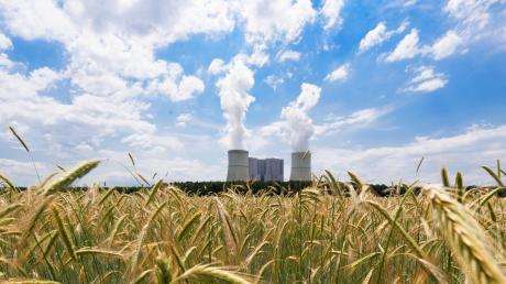 Noch blasen die Kühltürme des Kohlekraftwerks Schwarze Pumpe helle Schwaden in die Luft. Spätestens 2038 soll damit Schluss ein.