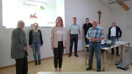 In einem Treffen mit den Arbeitskreissprechern wurden wichtige Weichen für die Gemeindeentwicklung gestellt. Im Bild von links nach rechts: Hildegard Suyter-Bruglachner, Susanne Schmid, Martina Keßler, Günter Gamisch, Andreas Karmann, Georg Schmid und Gerd Kaufmann.