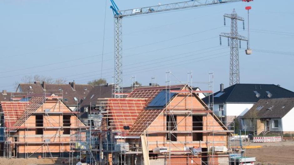 Der Kauf oder Bau einer Immobilie bringt weitreichende Pflichten mit sich. Umso wichtiger ist es, schon beim Abschluss des Darlehensvertrages keine Fehler zu machen.