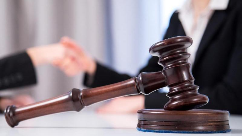 Mord-Prozess: Pflegebedürftiger erstickt bei Raub