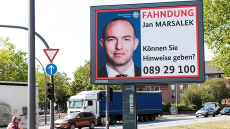 Wo ist Jan Marsalek? Sogar auf Großplakaten fahndet in Deutschland die Polizei nach dem früheren Vorstand des Skandal-Unternehmens Wirecard.