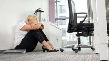Auch häufige Abmahnungen können sich für Arbeitnehmer auf Dauer wie Mobbing anfühlen.
